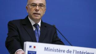 """Bernard Cazeneuve a annoncé l'interdiction de l'utilisation des grenades défensives ainsi que d'une série de mesures concernant les opérations risqu""""es de maintien de l'ordre, le 13 novembre."""