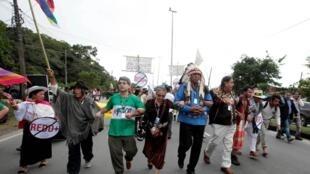 印第安土著人士在里約+20聯合國可持續發展峰會遊行2012年6月21日