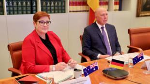 澳大利亞外長佩恩與防長達頓資料圖片