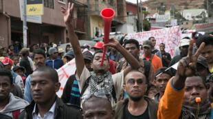 Des centaines de manifestants malgaches dans la rue à Antananarivo, le 14 juin 2018.