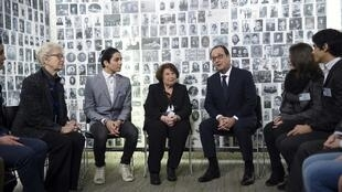 The French president with a group of Auschwitz survivors and youths, Paris, 27 Jan.