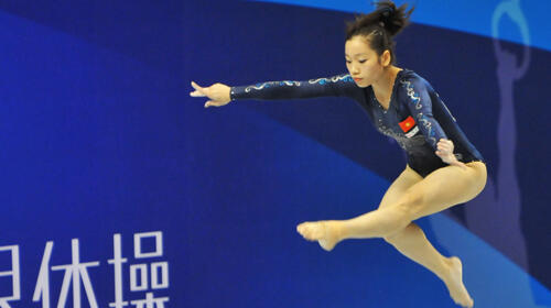 Phan Thị Hà Thanh  trong một bài thi đấu tại giải Vô địch Thế giới thể dục dụng cụ lần thứ 43 tại Tokyo.