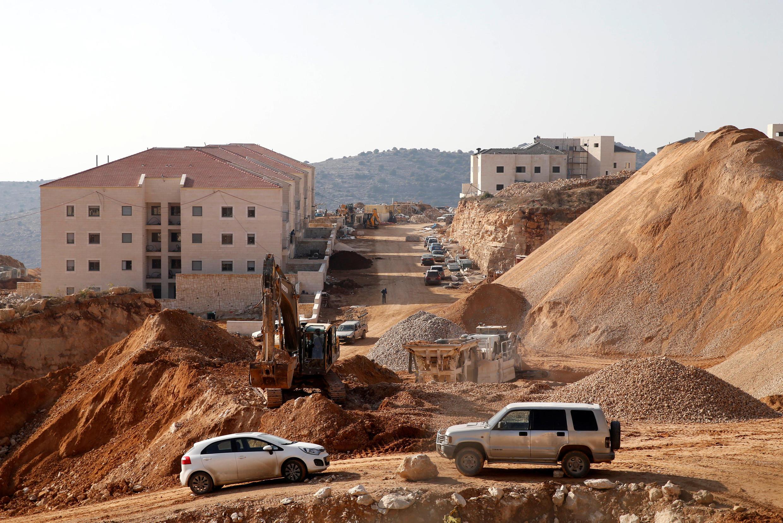 Construção de alojamento no colonato de Beitar Ilit, junto ao distrito cisjordaniano de Belém