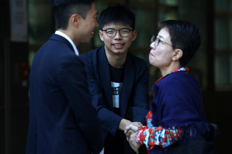 香港眾志秘書長黃之鋒與海怡西區當選議員林浩波(Kelvin Lam)感謝選民的支持,2019年11月25日。