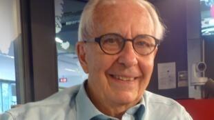 Manolo ,Valdés en los estudios de RFI