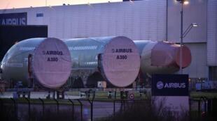 Les plans sociaux visant les effectifs des sous-traitants se sont multipliés depuis l'été, dans le sillage d'Airbus.