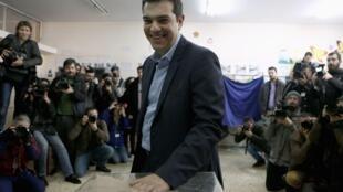 Ông Alexis Tsipras, lãnh đạo đảng đối lập cực tả Syriza, bỏ phiếu tại Athens, Hy Lạp, 25/01/2015
