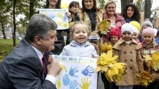 Đảng chính trị của đương kim Tổng thống Ukraina có thể về đầu trong bầu cử lập pháp ngày 26/10/2014.