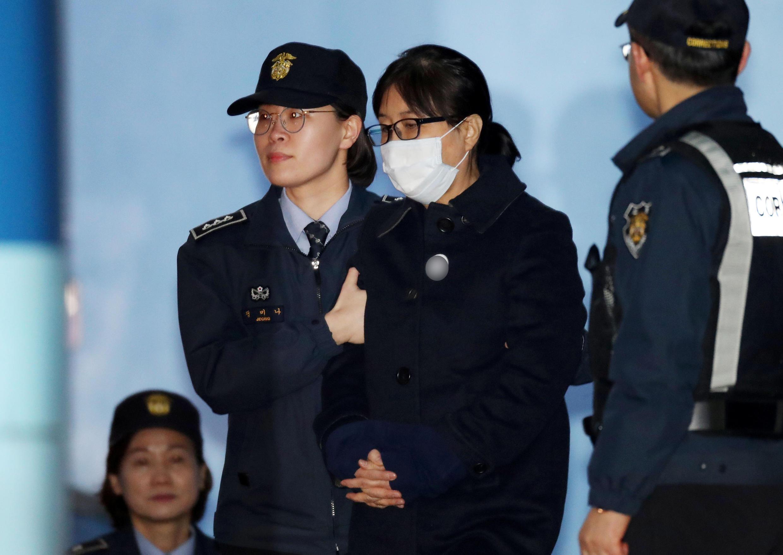 Choi Soon Sil, ban thân của cựu tổng thống Hàn Quốc, Park Geun Hye sau phiên xử ngày 13/02/2018.