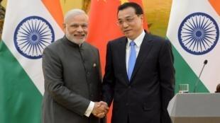 Thủ tướng Ấn Độ Narendra Modi (trái) và đồng nhiệm Trung Quốc Lý Khắc Cường, Bắc Kinh ngày 15/05/2015.