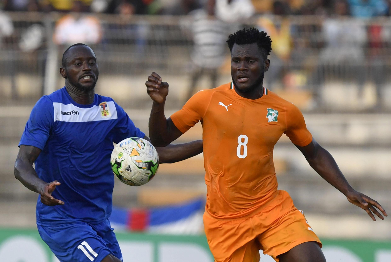 L'Ivoirien Franck Kessie (à droite) et le Centrafricain Franklin Anzite.