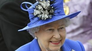 A rainha Elizabeth chega à hípica de Epsom neste sábado, dia 2 de junho, para o evento que dará partida às comemorações de seu jubileu de diamante na Grã-Bretanha.