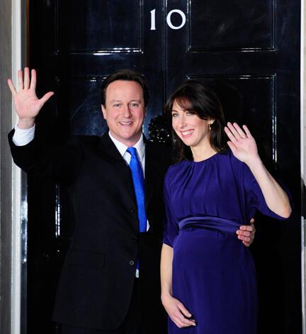 Le Premier ministre britannique David Cameron et sa femme Samantha au 10 Downing Street, le 11 mai 2010.