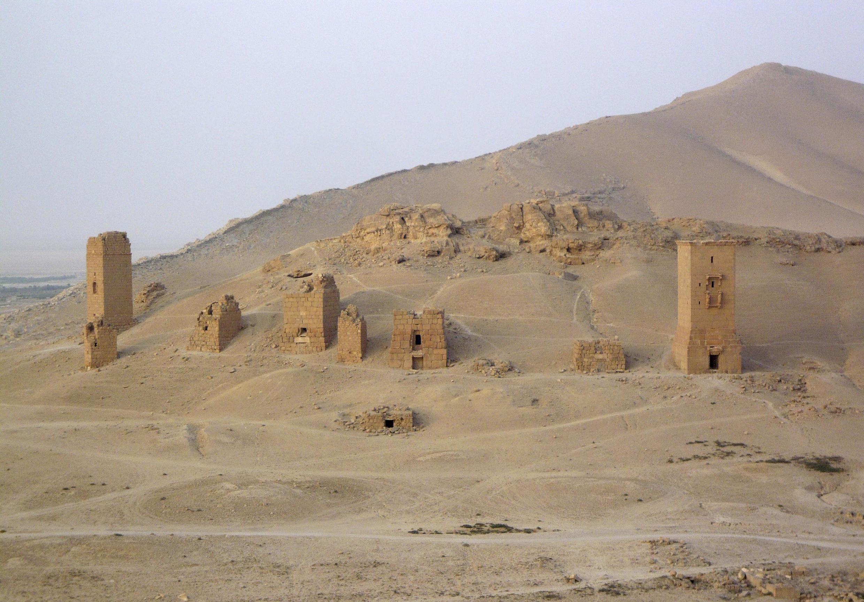 Les trois tours funéraires à Palmyre le 4 août 2010. Des images satellites confirment la destruction de tours funéraires par le groupe EI.