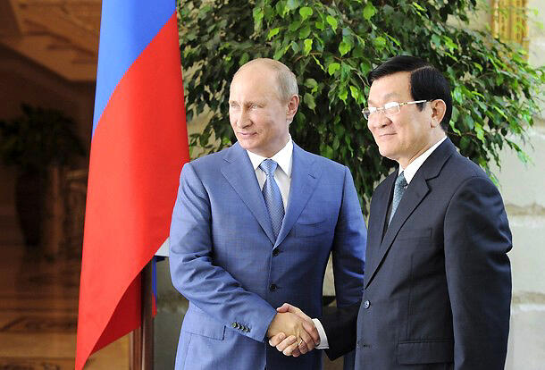 Báo chí Nga đưa tin Nga muốn mở lại căn cứ ở Việt Nam nhân dịp tổng thống Putin gặp chủ tịch Trương Tấn Sang tại Sotchi (Reuters)
