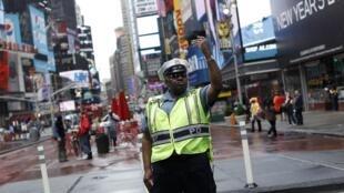 Times Square, New York, hai ngày sau khi chiếc xe gài chất nổ được phát hiện.