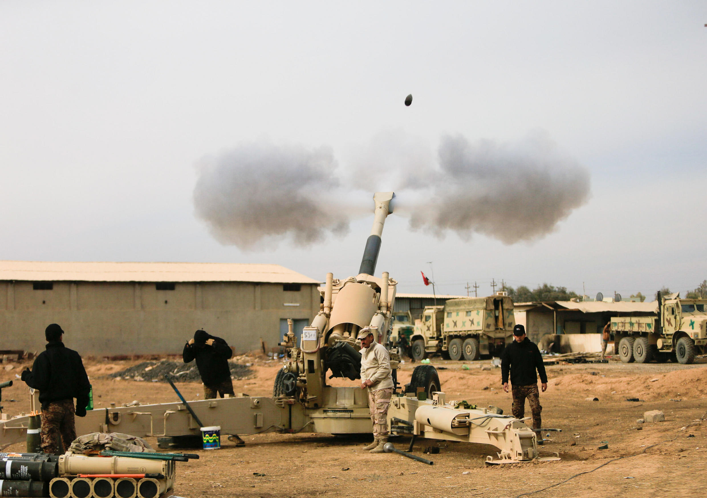 Iraqi army fires towards Islamic State militant positions in Mosul from outskirts of Bartila, Iraq December 8, 2016.