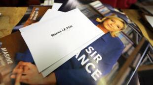Des affiches de la candidate Marine Le Pen lors de l'élection présidentielle, le 3 mai 2017.
