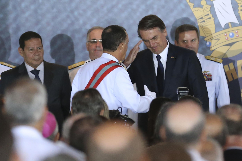 O presidente Jair Bolsonaro participa da solenidade de passagem de comando da Marinha do Brasil.