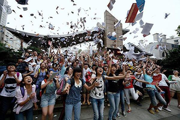 高考是中國千百萬個家庭注目的大事。