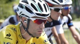 El ciclista del equipo Astana Vincenzo Nibali durante la etapa de 197.5 km del Tour de Francia entre Saint-Etienne y Chamrousse, el 18 de julio de 2014.