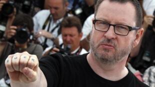 Датский режиссер Ларс фон Триер во время фотосессии