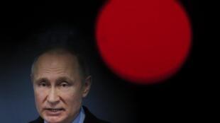 Критериями для попадания в «кремлевский список» стали близость к президенту Владимиру Путину и влияние на российскую экономику.