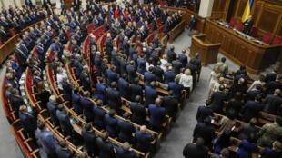 Par 303 voix pour huit contre, les députés ukrainiens ont voté en faveur de démarches pour adhérer à l'Otan.