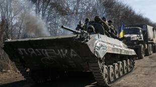Les forces ukrainiennes près de Artemivsk, dans la région de Donetsk, le 23 février 2015.