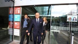 Глава МИД Франции Лоран Фабиус в редакции Международного французского радио