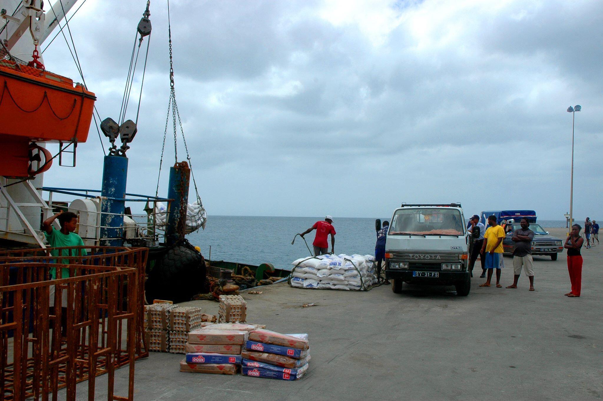 Estivadores do Porto da Praia em greve