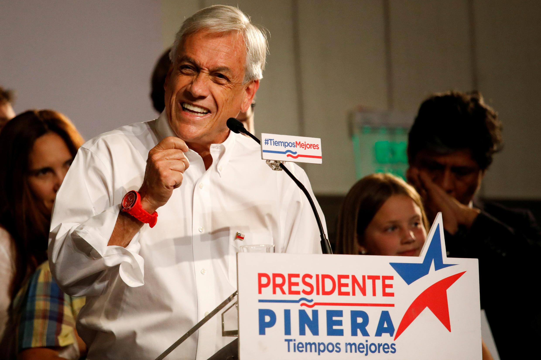 Sebastián Piñera discursa após liderar primeiro turno das eleições presidenciais de 19 de novembro de 2017 em Santiago, Chile.