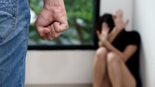 La plateforme de signalement en ligne a enregistré une hausse de 60% des appels de victimes de violences conjugales pendant le deuxième confinement par rapport à la normale.