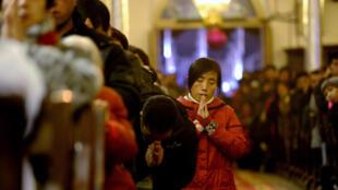 Người Công giáo Trung Quốc tại một nhà thờ ở Bắc Kinh.