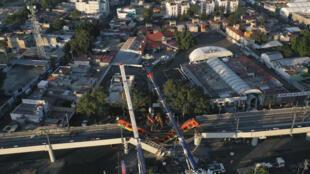 Vista área del lugar donde ocurrió el accidente en el metro de Ciudad de México, el 4 de mayo de 2021