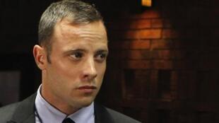 Oscar Pistorius durante o segundo dia do processo em Pretória, na quarta-feira (20).