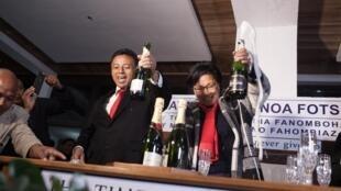 Avant l'annonce des résultats, Lalao et Marc Ravalomanana avaient déjà fêté la victoire dans leur maison d'Antananarivo, le 31 juillet 2015.