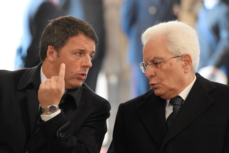 O primeiro-ministro italiano, Matteo Renzi (esq.) com o o presidente da República, Sergio Mattarella.