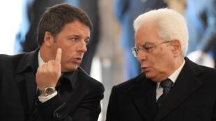 Le président italien Sergio Mattarella (d.) doit trouver un remplaçant à Matteo Renzi (g.).