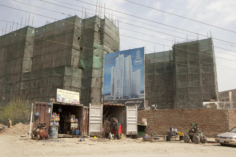 Chantier de construction d'un nouvel immeuble à Kaboul, Afghanistan.