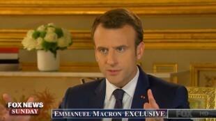 O presidente francês, Emmanuel Macron, durante entrevista ao canal Fox News que foi ao ar em 22 de abril de 2018.