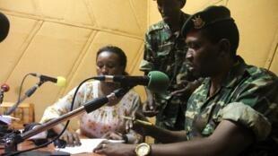 布隆迪尼姆巴尔将军称,他已推翻总统恩库仑齐扎。2015-05-13
