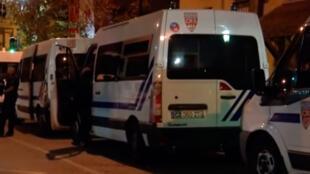 Um menino de 13 anos morreu em uma briga entre gangues rivais, Lilas periferia de Paris.
