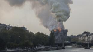 Incêndio na catedral Notre Dame, em Paris. 15/04/2019