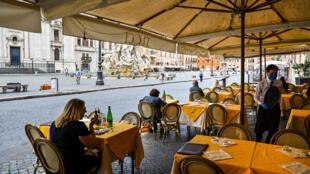 Esplanada de um restaurante da Plaza Navona em Roma, neste dia 18 de maio nova fase de desconfinamento
