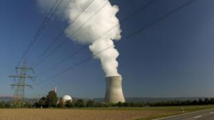 Vue générale de la centrale nucléaire de la ville de Leibstadt en Suisse, à 50 km de Zurich.