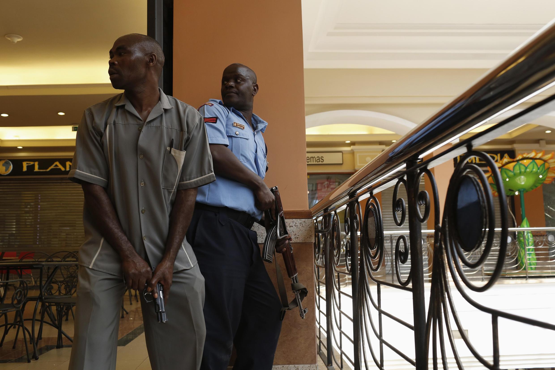 Полицейские в ТЦ Westgate в Найроби 22 сентября 2013.