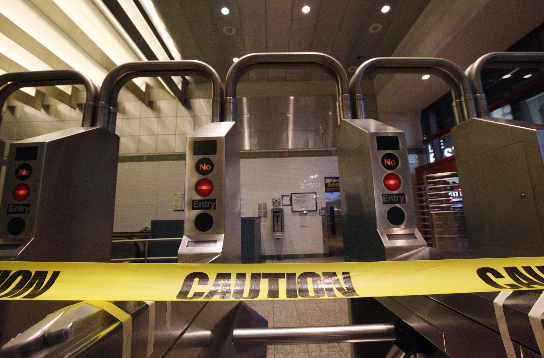 L'entrée de la station de Times Square fermée au public, le 28 octobre 2012.