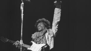Jimi Hendrix en concert à Monterey, Californie, 1967.