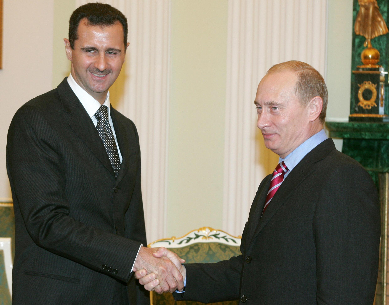 Tổng thống Nga Putin (phải) và đồng nhiệm Syria Assad, 2006.